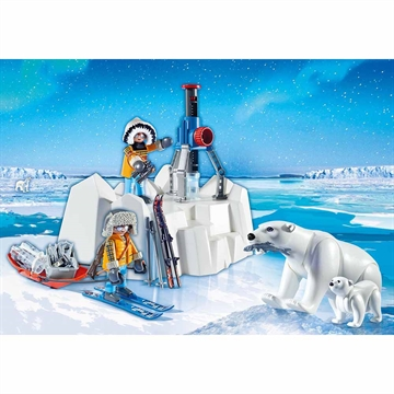 Arctic Explorers with Polar Bears 9056